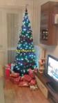 štýlové ozdobené umelé vianočné stromčeky