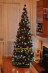 ozdobený moderný vianočný stromček