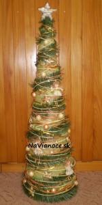 pekná ozdobená vianočná dekorácia
