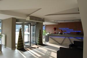 pekné umelé vianočné stromčeky