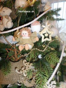 pekné materiály na vianočnom stromčeku