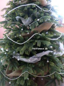 3d vianočné stromčeky ozdobené
