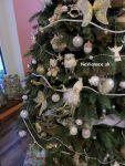 vyzdobený vianočný stromček 3d