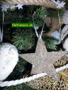 vianočné stromčeky s hviezdou