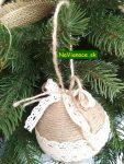 vianočné stromčeky zdobené