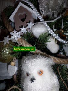 vianočné stromčeky ozdobené