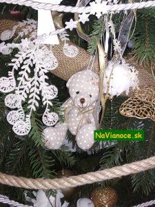 vianočný stromček a postavička
