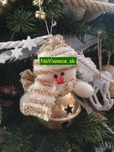 vianočný stromček s figúrkami