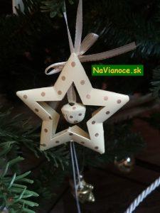 vianočný stromček s hviezdou