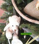 vianočný stromček a hračky