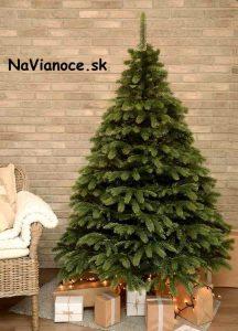pekný umelý vianočný stromček