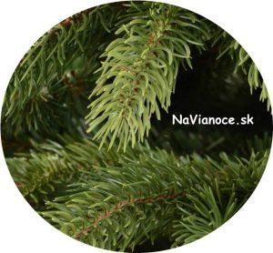 rozlíšenie farieb na konáriku umelého stromčeka na Vianoce