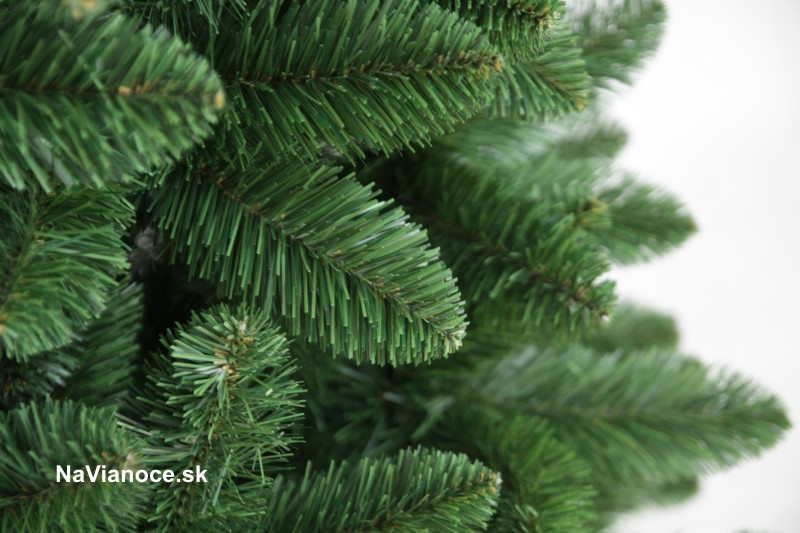 vianočné borovicové ihličie