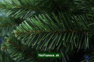 borovicové ihličie na umelé vianočné stromčeky